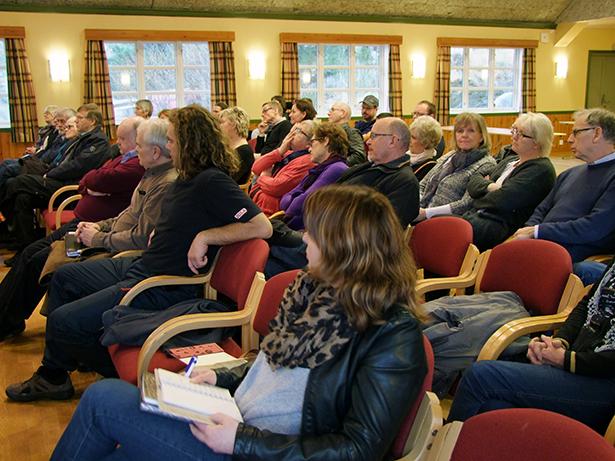 """Omlag 50 personar møtte opp til """"mobiliseringsmøtet"""" i  Samfunnshuset laurdag."""