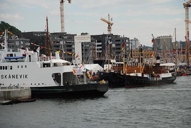 """MS """"Granvin"""" og MF """"Skånevik"""" er òg komen på plass. Foto Harald Sætre."""