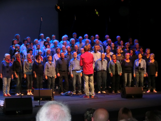 Rockabilly-koret Stordabuen under leiing av Torleiv Agdestein