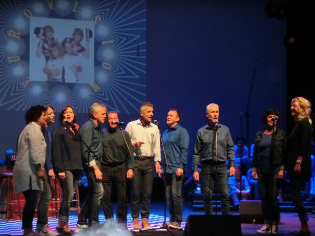 Denne gruppa framførte engelske eurovisjonslåten «Making your mind up»