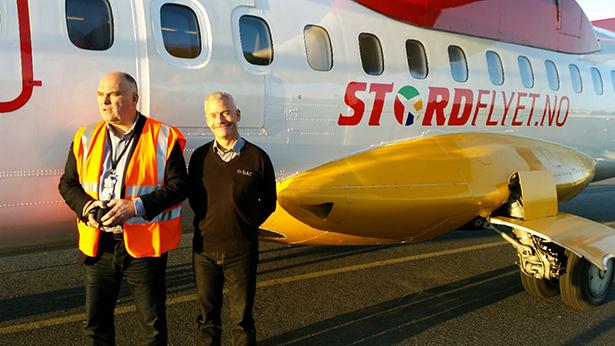 Stordflyet.noer ein realitet frå i dag måndag 17. november.F.v. flyplassjef Jan Morten Myklebust og direktør i DAT Jesper Rungholm.