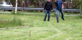 Inviterer  til  golfspel  med  hestesko