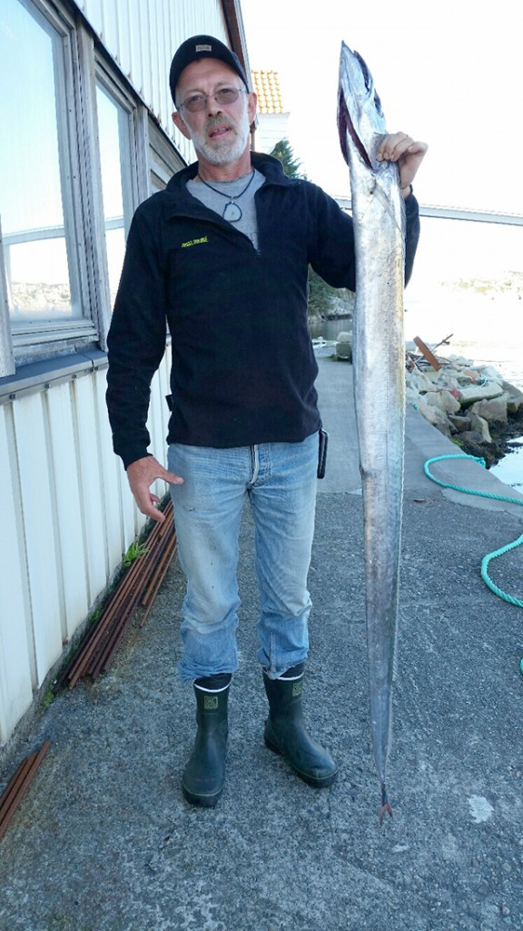 Greisch Guy med den 167 centimeter lange, 4,5 kilo tunge og veldig blanke slirefisken. Kanskje den aller første som har bite på krok i landet?