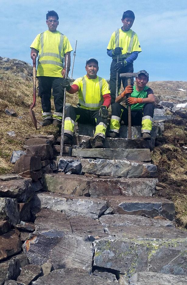 På fem veker har denne kvartetten bygt trappene frå nyabruo og opp i Kvelve: Da Tsheri Sherpa, Ang Dawa Sherpa, Phuri Tamang og Bala Kaji Rai.