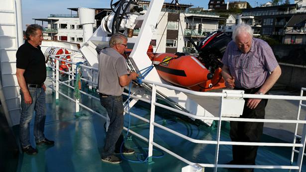 MOB- båten gjort klar før avgang av Jarle Nerhus, Øyvind Særsten og Jakob Håvik
