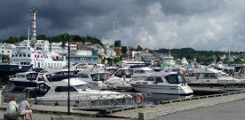 Heller  syden  enn  ferie  i  regn  –  færre  båtgjester  i  år