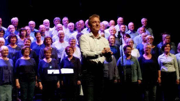 Torleiv Agdestein  har skrive tekst og  melodi  til  Stordabuen si  konsertoppsetting  «Sånn e' da»