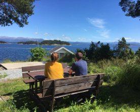 Campingsesongen  er  i  gong  i  Sponavikjo