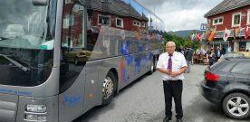 Busscruisar  cruiseturistar  til  mektige  Åkrafjorden