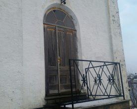 Fleire  nye  dører  i  kyrkja